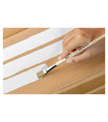 Gray bristle, flat tip artistic brush
